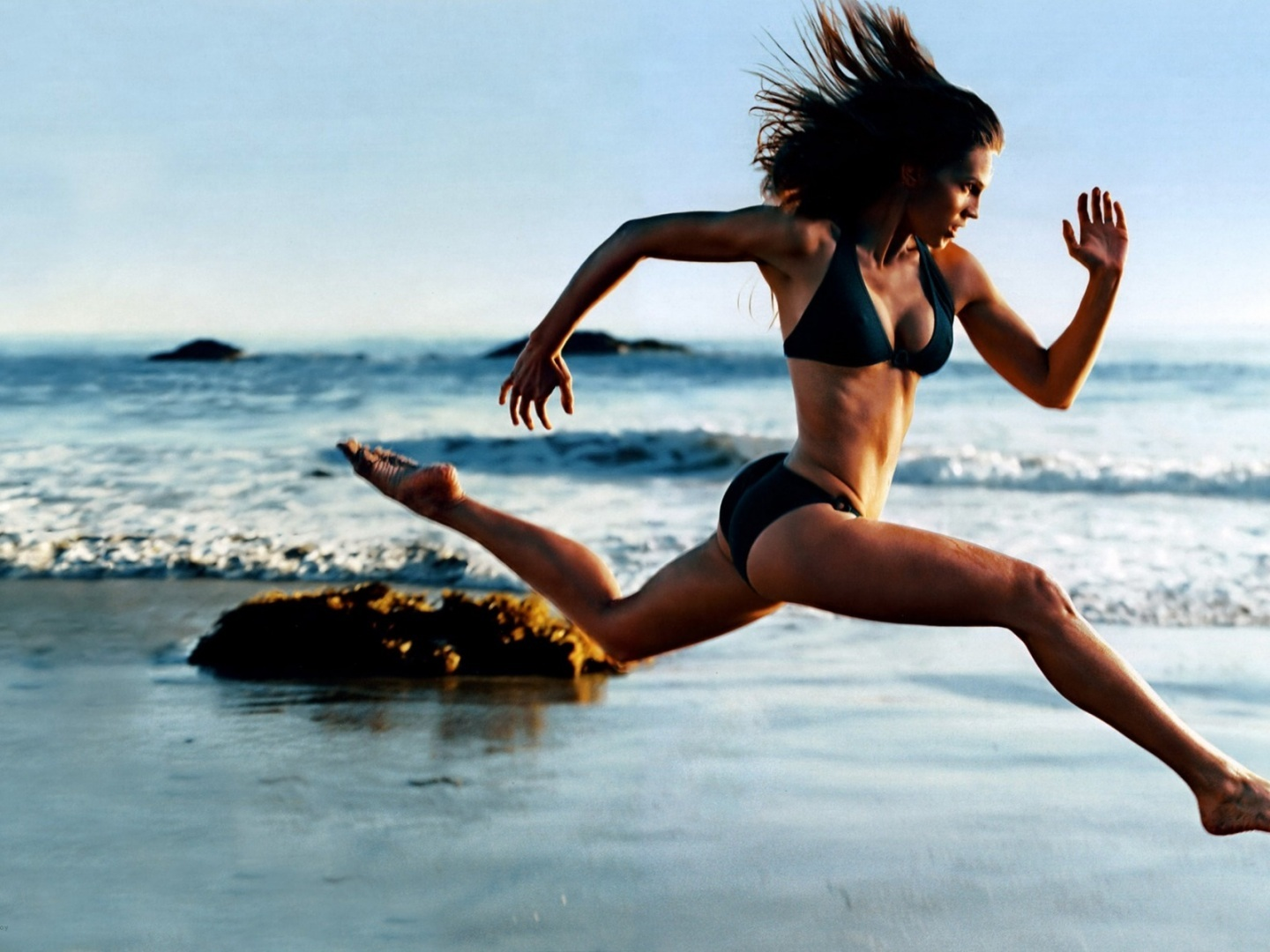 girl-running-on-the-beach-brash-fitness-1066744552